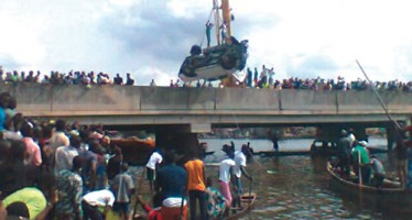TOYOTA HIACE PLUNGES INTO LAGOS RIVER, 3 FEARED DEAD