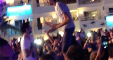 PETER CROUCH DELIGHTS FANS WITH FAMOUS ROBOT DANCE IN NITE-CLUB