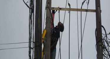 HOTEL STAFF ELECTROCUTED WHILE HE WAS ON PHCN POLE TO REPAIR FAULTY ELECTRICAL WIRING