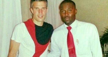 RESTAURANT SUSPENDS WAITER FOR SNAPPING PICTURE WITH VAN PERSIE