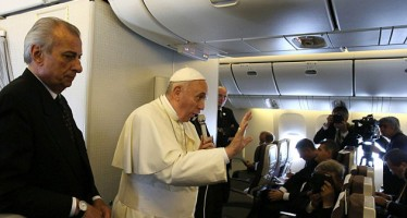 POPE FRANCIS ANNOUNCES HIS IMMINENT DEATH ON A FLIGHT
