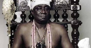 OBA AKIOLU THREATENS IGBOS WITH DEATH OVER AMBODE(WATCH VIDEO)