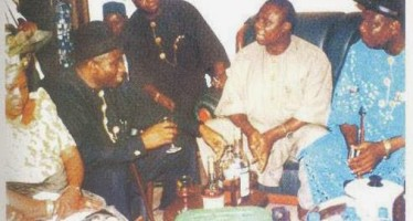 PHOTO OF GOODLUCK JONATHAN DRINKING ALCOHOL RESURFACES ONLINE AFTER REUBEN ABATI SAYS THE EX-PRESIDENT DOES NOT DRINK