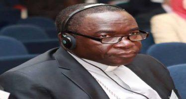 Fake Reverend Mathew Kukah dupes Afe Babalola N2.5m