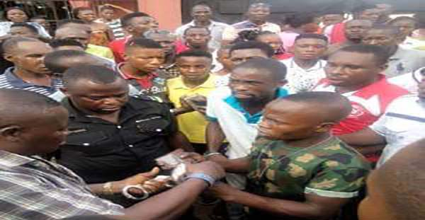 Orijoreporter.com, Soldier caught stealing phone in Warri