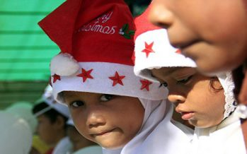 Muslims banned from wearing Santa hats in Indonesia