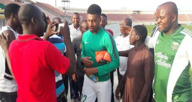 Fans don't ask for autograph in Nigeria but money – Alex Iwobi
