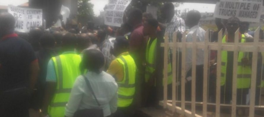 (photo) Dangote staff protest poor working condition
