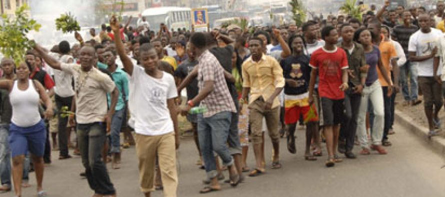 Breaking: Kwara State Students protest non-payment of 4 years bursary allowance